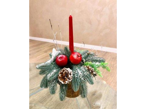 Новогодний подсвечник с красной свечой
