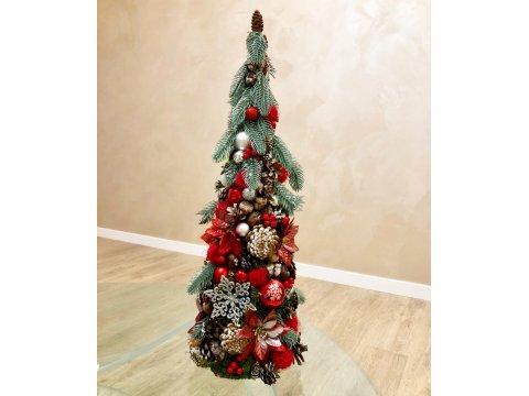 Новогодняя елочка из голубой ели и природных материалов