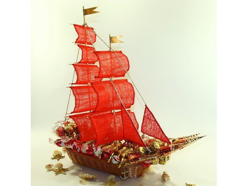 Корабль удачи из конфет