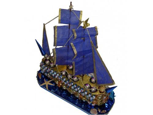 Морской корабль из конфет