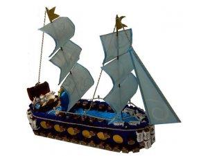 Корабль из конфет с сокровищами