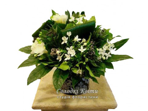Gift a bouquet of flowers in a box №502