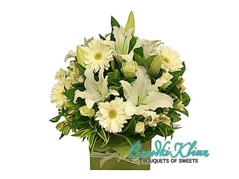 Flower Arrangement   White prestige