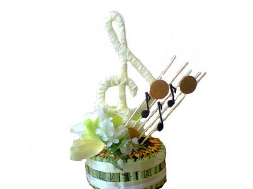 Скрипичный ключ из конфет