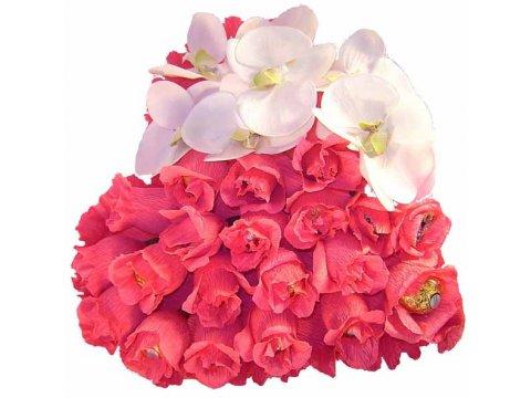 Сердце из конфет с орхидеей №031