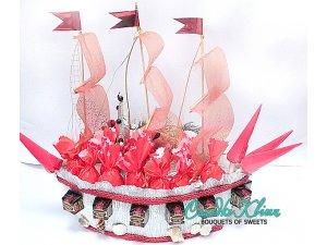 Корабль из конфет для девочки