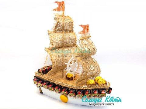 Подарочный конфетный корабль