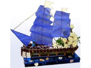 Корабль из конфет для капитана