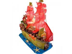 Корабль из конфет для женщины