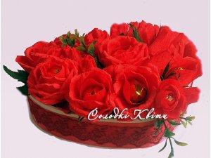 Сердце с цветами из конфет №027